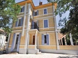 Beautiful 2 bedroom Apartment in Lagarde - Lagarde vacation rentals