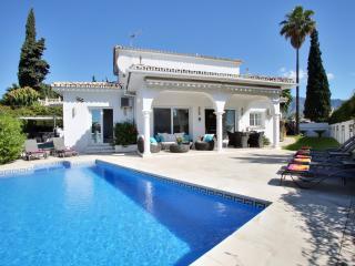 Puerto Banus villa PRIVATE HEATED POOL Near golf. - Puerto José Banús vacation rentals