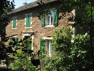 Ancienne fermette dominant la Vallée du Tarn - Brousse-le-Chateau vacation rentals