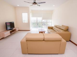 Cozy 3 bedroom Sekinchan Condo with Television - Sekinchan vacation rentals