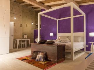 DON AGOSTINO - camera ANTICA TERRA 1x2M+1superior - Martano vacation rentals
