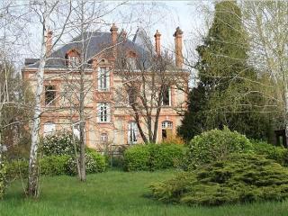Un havre de paix en centre-ville - Chambre Baroque - Albi vacation rentals