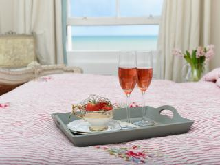 La vie en Rose, SEAVIEW APARTMENT - Worthing vacation rentals