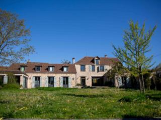 Chambre  d'hôtes double avec sa SDB privative - Saint-Germain-les-Arpajon vacation rentals
