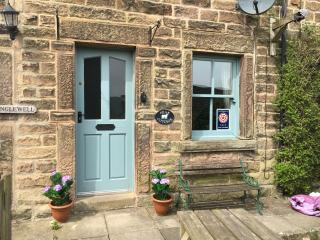 PEAK COTTAGE BAKEWELL PEAK DISTRICT -sleeps 5/6 - Over Haddon vacation rentals