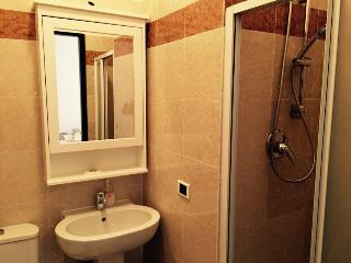 2 bedroom Apartment with Washing Machine in Campione del Garda - Campione del Garda vacation rentals