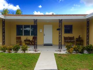 Casa Palms: 4 bedroom 2 bath home w/private pool - Fort Lauderdale vacation rentals