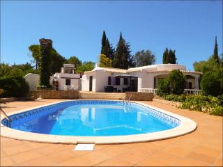 Stunning vila w/ private pool in the sunny Algarve - Portimão vacation rentals