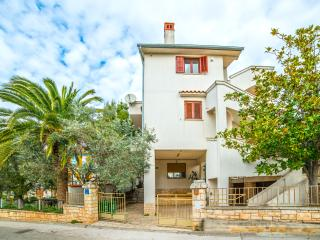 TH00699 Apartments Ivan / Two Bedroom A4 - Pula vacation rentals