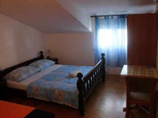 TH01658 Apartments Nevenka / Triple Room S2 - Duce vacation rentals