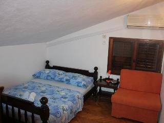 TH01658 Apartments Nevenka / Triple room S3 - Duce vacation rentals