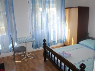 TH01658 Apartments Nevenka / Triple room S4 - Duce vacation rentals