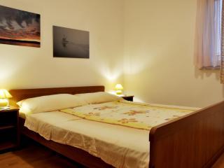 TH02887 Apartments Novotny / One Bedroom Crveni - Rab vacation rentals