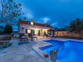Beautiful Villa with Internet Access and A/C - Privlaka vacation rentals