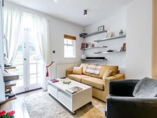 Notting Hill Luxury Apt. & Garden - London vacation rentals