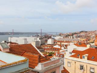 Janelas da Bica - magnificent tagus river view - Lisbon vacation rentals