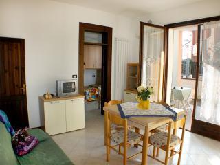 Villetta piano terra con giardino e doppio patio - Lido delle Nazioni vacation rentals