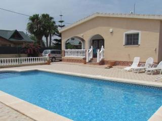 Beautiful detached 3 bedroom villa with private po - Catral vacation rentals