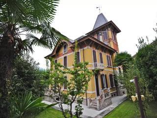 Marvellous villa with pool in the village center - Porto Valtravaglia vacation rentals