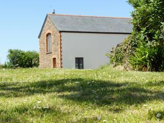 Hele Barton near Bude - Hayloft Sleeps 2 - Widemouth Bay vacation rentals