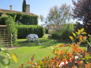 Nice Condo with Central Heating and Washing Machine - La Tour d'Aigues vacation rentals