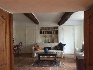 Recently refurbished townhouse in Grimaud Village. - Grimaud vacation rentals