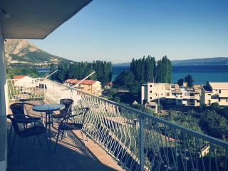 Sea view apartment with 2 bedrooms - Omis vacation rentals