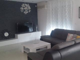 Modern 3 bedroom apartment - Okrug Gornji vacation rentals