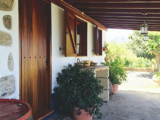 """Folk House, """"Casa Los Hinojales"""" - La Tierra del Trigo vacation rentals"""