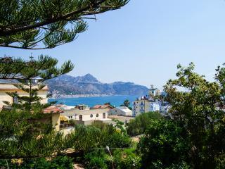 Appartamento In Barca - Giardini Naxos vacation rentals
