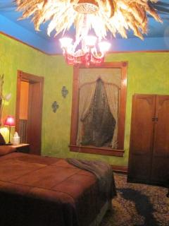 The Green Room, Romance in a historic adobe manor - Madrid vacation rentals