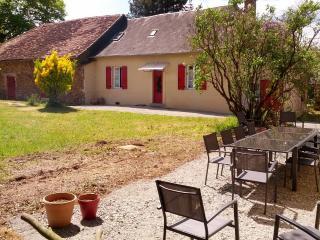 Gîte en Corrèze, 4 ch, jusqu'à 10 personnes. - Lubersac vacation rentals