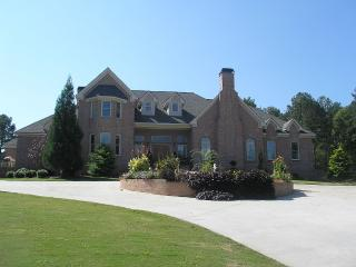 Living within 20 Minutes of the busiest Airport - Atlanta vacation rentals