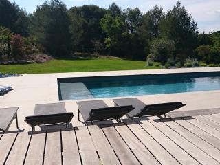 Villa contemporaine avec vue sur la pinède - Saint-Cannat vacation rentals