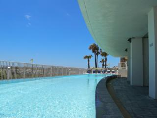 3 Bedroom 3 Bath on the Beach 2 King Suites! Slps8 - Gulf Shores vacation rentals