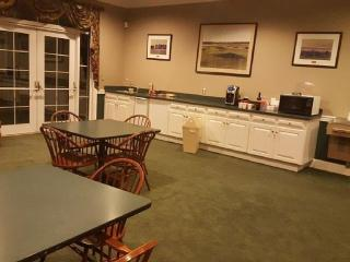 Beautiful Lodge with A/C and Satellite Or Cable TV - Milton vacation rentals