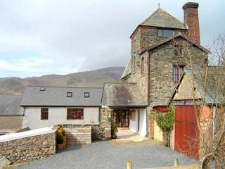 TOWER COTTAGE, family-friendly, character holiday cottage, with a garden, in Kirksanton, Ref 933120 - Kirksanton vacation rentals