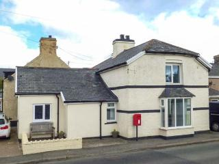 BODLAWEN, semi-detached, woodburner, WiFi, pet-friendly, in Cerrigydrudion, Ref 929866 - Cerrigydrudion vacation rentals