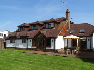 Spacious family cottage 30 meters from the beach - East Preston vacation rentals