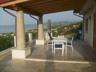 Appartamento panoramico in villa  a Casabianca - Messina vacation rentals
