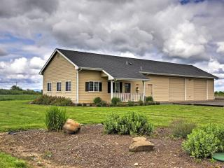 'The Pond House' Rural 3BR Eugene Area Cottage w/Wifi, Private Pond & Abundant Natural Scenery! Close to Wineries, Fishing, Hiking & More! Just 15 Minutes to Town - Eugene vacation rentals