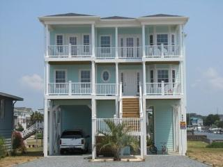 Gorgeous 4 bedroom Holden Beach House with Deck - Holden Beach vacation rentals
