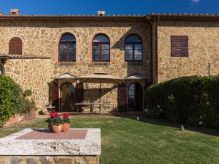 Apartment within a Villa in Southern Tuscany - Il Ritrovo - Asciano vacation rentals