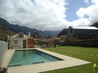 A Casa Estrelícia-Dourada Garcês - Sao Vicente vacation rentals