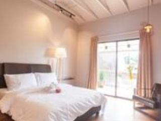 Perfect Villa with Microwave and Housekeeping Included - Kuantan vacation rentals