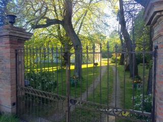 Villa Toulousaine, diff. chambre calme disponible! - Grisolles vacation rentals