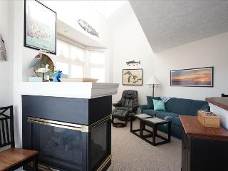 """""""Beach Retreat"""" - All New Furnishings With Lake Michigan Views! - Manistee vacation rentals"""