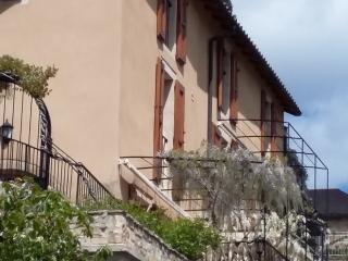 Chambres d'hôtes, en face du viaduc de Millau. - Compregnac vacation rentals