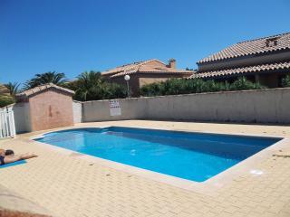 Maison en bord de mer dans résidence avec piscine - Sainte-Marie-la-Mer vacation rentals