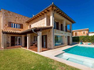 VILLA BY THE SEA WITH POOL AND JACUZZI - Alcudia vacation rentals